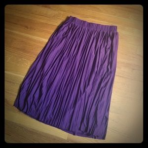 Xhilaration pleated midi skirt